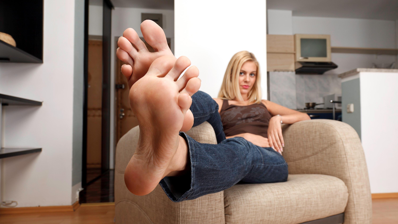 лизать блондинки ноги